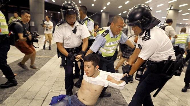 Một số người biểu tình đã bị bắt giữ trong cuộc tuần hành hôm Chủ nhật vừa qua (Ảnh: Guardian)