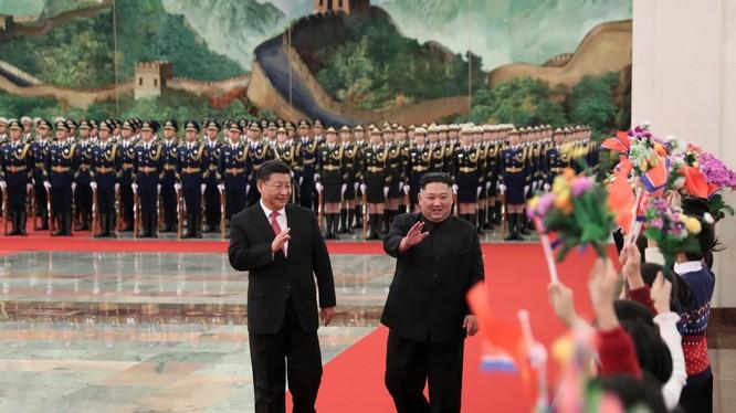 Chủ tịch Trung Quốc Tập Cận Bình và Chủ tịch Triều Tiên Kim Jong-un trong chuyến thăm Bắc Kinh hồi tháng 1 năm nay (Ảnh: AP)