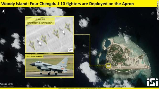 Ảnh vệ tinh mà CNN đăng tải cho thấy có ít nhất 4 chiến đấu cơ J-10 của Trung Quốc đậu trên đảo Phú Lâm (Ảnh: CNN)