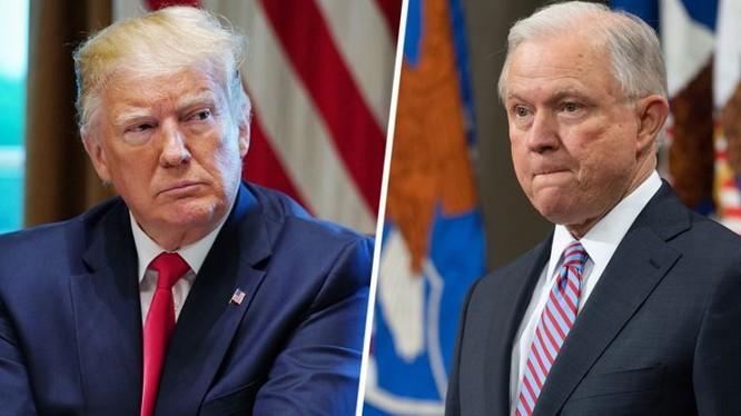 Tổng thống Trump và cựu Tổng chưởng lý Jeff Sessions (Ảnh: AFP)