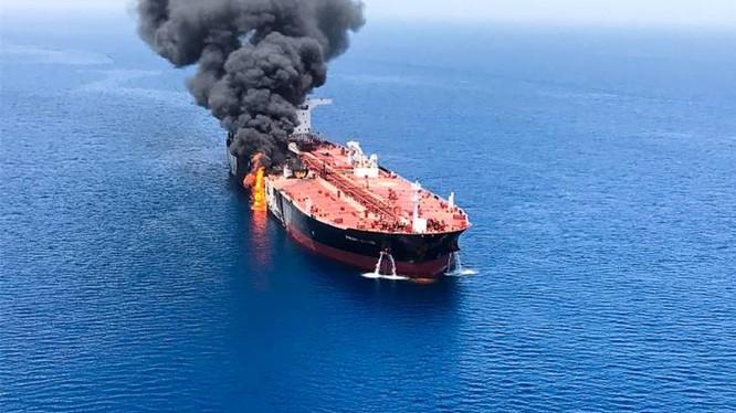 Tàu chở dầu Front Altair của Na Uy bị tấn công trên Vịnh Oman trong hôm 13/6 (Ảnh: AFP)