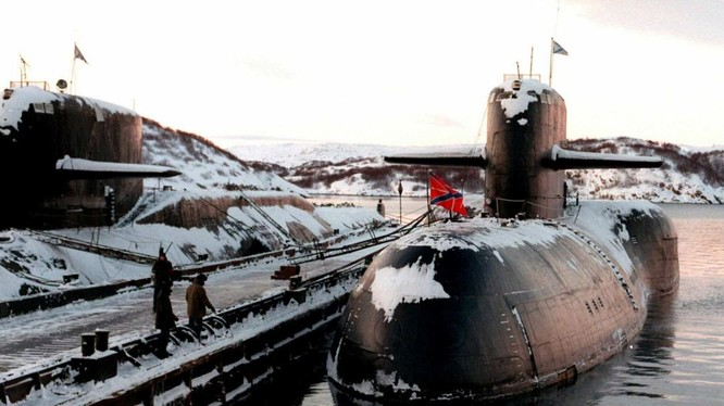 Tàu AS-12 Losharik xuất hiện tại cảng Severomorsk, căn cứ chính của Hạm đội Phương Bắc vào năm 1998 (Ảnh: AP)