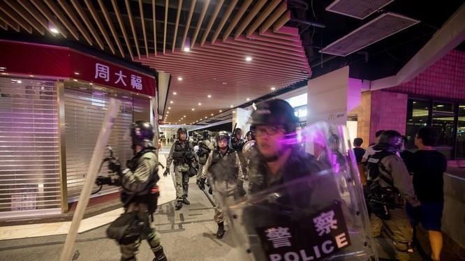 Làn sóng biểu tình rộng khắp ở Hong Kong gây tác động tiêu cực tới nền kinh tế (Ảnh: Bloomberg)