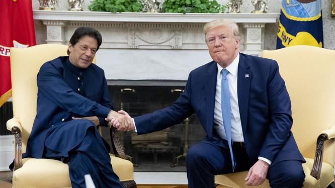 Tổng thống Trump trong cuộc gặp với Thủ tướng Pakistan tại Nhà Trắng (Ảnh: Washington Post)