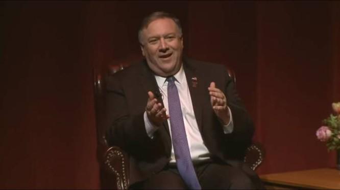 Ngoại trưởng Mỹ Mike Pompeo trong buổi phát biểu tại ĐH Texas A&M hồi tháng 4 năm nay (Ảnh: Newsweek)