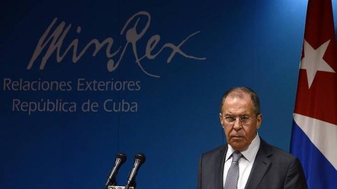 Ngoại trưởng Nga Sergey Lavrov trong một cuộc họp báo tổ chức tại Havana (Ảnh: Newsweek)