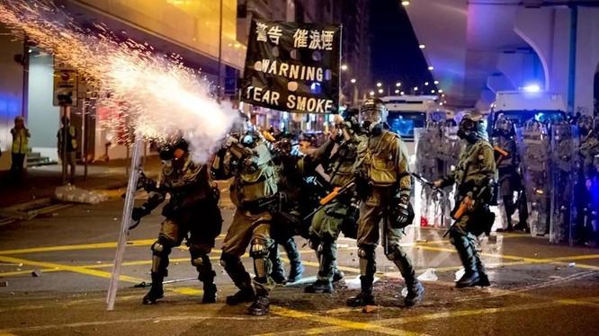 Làn sóng biểu tình đã kéo dài suốt 8 tuần liên tiếp ở Hong Kong (Ảnh: NBC)