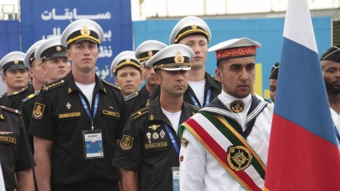 Binh sỹ hải quân Nga và Iran tham gia cuộc thi lặn năm 2018 tại Nowshahr, tỉnh Mazandaran, Iran (Ảnh: Newsweek)