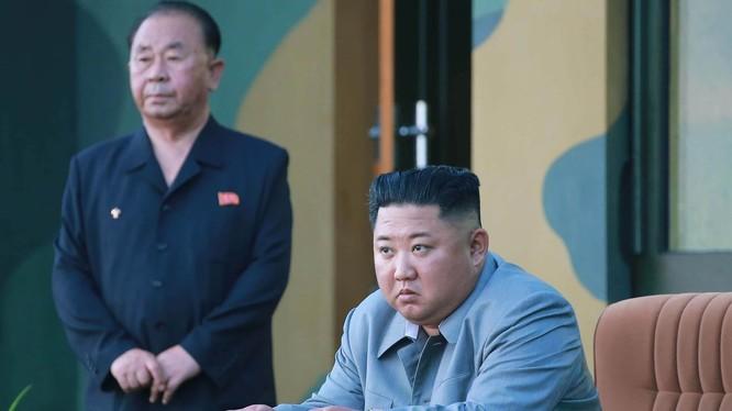 Chủ tịch Triều Tiên Kim Jong-un trong bức ảnh mà KCNA công bố hồi tuần trước (Ảnh: AFP)