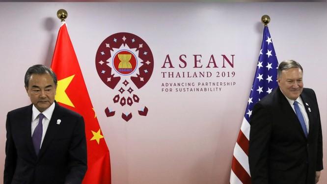 Ngoại trưởng Mỹ, Trung Quốc trong cuộc gặp các Bộ trưởng Ngoại giao ASEAN tổ chức tại Bangkok, Thái Lan (Ảnh: Reuters)