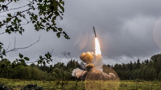 Nga phóng thử nghiệm tên lửa hành trình Iskander-K trong cuộc tập trận Zapad - 2017 (Ảnh: Bộ Quốc phòng Nga)