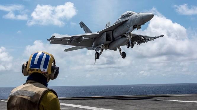 Nhóm tác chiến tàu sân bay USS Ronald Reagan tổ chức huấn luyện trên Biển Đông (Ảnh: RT)