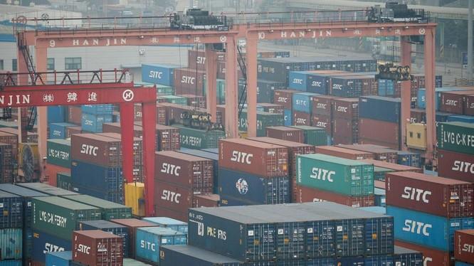 Các container hàng hóa nhập khẩu tại cảng Incheon, Hàn Quốc (Ảnh: RT)