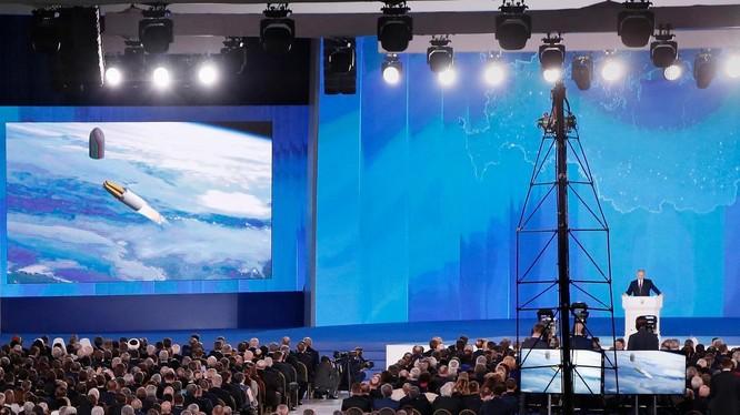 Tổng thống Putin công bố các vũ khí mới của Nga trong lúc đưa ra thông điệp liên bang năm 2018 (Ảnh: The National)