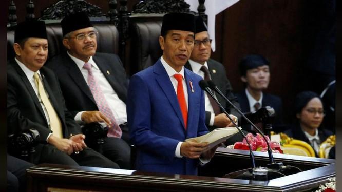 Tổng thống Indonesia Joko Widodo trong bài phát biểu trước Quốc hội hôm 16/8 (Ảnh: Reuters)