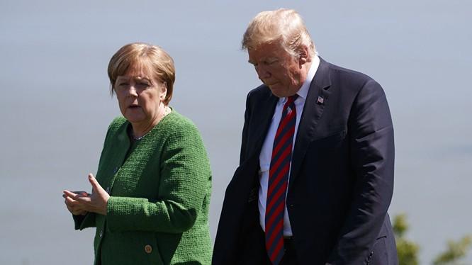 Thủ tướng Đức Angela Merkel và Tổng thống Mỹ Donald Trump trong một cuộc gặp (Ảnh: AP)