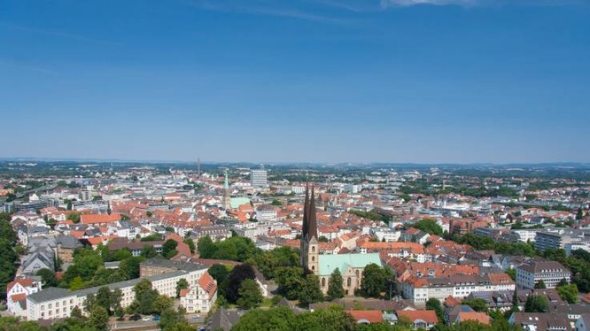 Trên thực tế, Bielefeld là thành phố lớn thứ 18 của Đức với dân số trên 340.000 người (Ảnh: Newsweek)