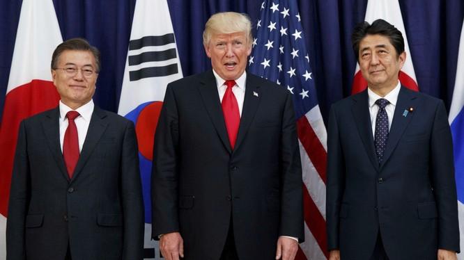 Theo New York Post, ông Trump đã nhái giọng lãnh đạo của Nhật và Hàn trong một sự kiện gây quỹ (Ảnh: SCMP)