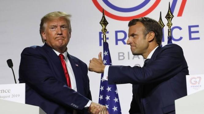 Tổng thống Trump bắt tay người đồng cấp Pháp Emmanuel Macron trong một cuộc họp báo chung tại thượng đỉnh G7 vừa qua (Ảnh: AFP)
