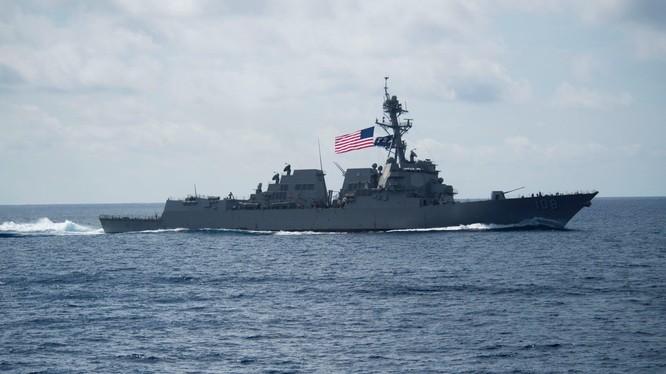 Chiến hạm USS Wayne E. Meyer của Mỹ (Ảnh: Reuters)