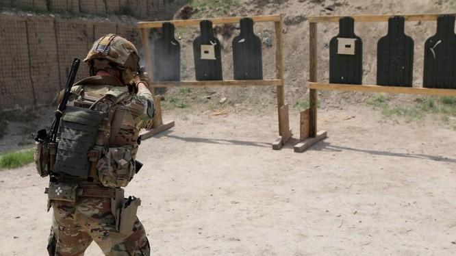 Một binh sỹ Mỹ tại Afghanistan trong một bài tập bắn (Ảnh: Reuters)