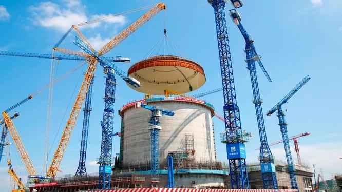 Trung Quốc đang đẩy mạnh phát triển điện hạt nhân, trong bối cảnh còn nhiều quan ngại về sự an toàn của mô hình này (Ảnh: CNN)