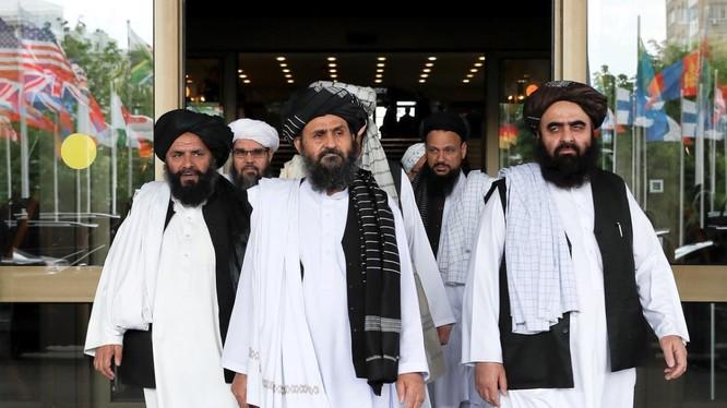 Phái đoàn của Taliban sau một cuộc đàm phán với giới chức Afghanistan ở Moscow, Nga ngày 30/5/2019 (Ảnh: Reuters)