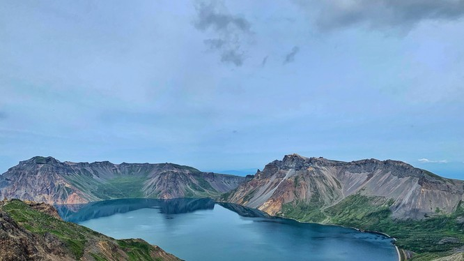 Paektu là ngọn núi thiêng liêng đối với người Triều Tiên, và nổi tiếng là có cảnh đẹp hút hồn (Ảnh: Getty)