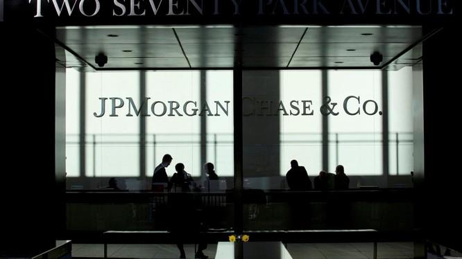 Nhiều nhân viên của JPMorgan bị cáo buộc thao túng giá kim loại quý để thu lợi bất chính hàng triệu USD (Ảnh: FT)