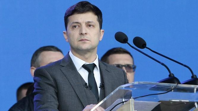 Tổng thống Ukraine Zelensky bị đẩy vào thế khó khi bị kéo vào bàn cờ chính trị ở Washington (Ảnh: Getty)