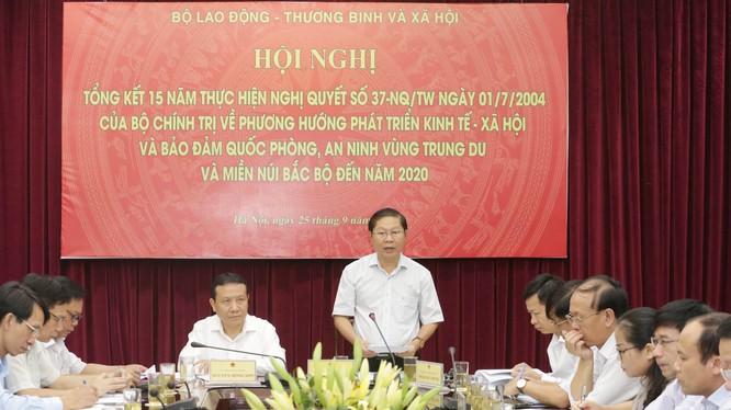 Thứ trưởng Bộ LĐ-TB&XH Lê Tấn Dũng phát biểu tại Hội nghị (Ảnh: Anh Tuấn - TTXVN)