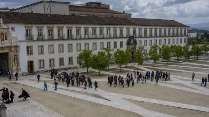Coimbra, ngôi trường ĐH lâu đời nhất ở Bồ Đào Nha (Ảnh: Newsweek)