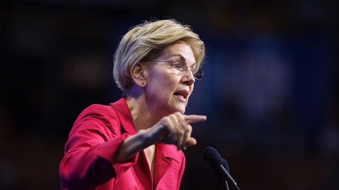 Bà Elizabeth Warren là người chỉ trích kịch liệt các ngân hàng và tập đoàn lớn của Mỹ (Ảnh: VanityFair)
