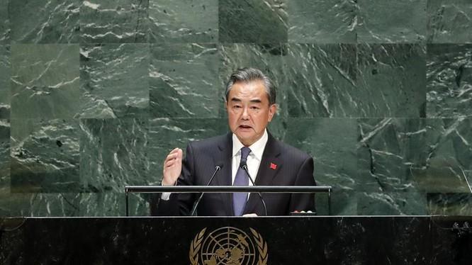 Ngoại trưởng Trung Quốc Vương Nghị trong bài phát biểu trước Đại hội đồng LHQ (Ảnh: Reuters)