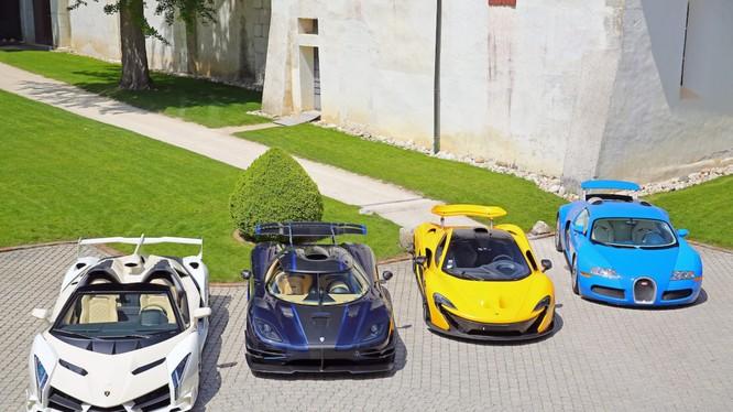 25 chiếc siêu xe từng thuộc về con trai của Tổng thống Guinea Xích đạo được đem bán đấu giá (Ảnh: CNN)