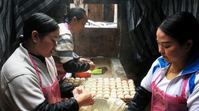 Bên trong một xưởng làm thịt từ đậu phụ ở Quý Châu, Trung Quốc (Ảnh: Getty)