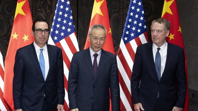 Các nhà đàm phán hàng đầu của Mỹ và Trung Quốc gặp gỡ tại Thượng Hải ngày 31/7 vừa qua (Ảnh: CNBC)