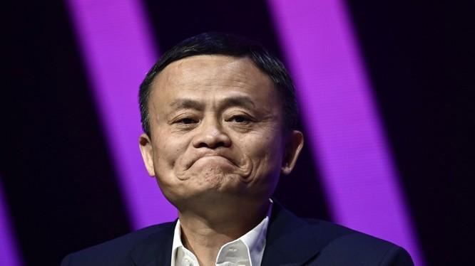 Jack Ma cho rằng xã hội ngày nay quá coi trọng bằng cấp mà coi nhẹ những người có suy nghĩ táo bạo (Ảnh: CNBC)