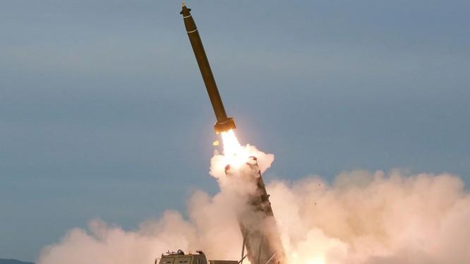 Mẫu tên lửa KN-25 của Triều Tiên (Ảnh: KCNA)