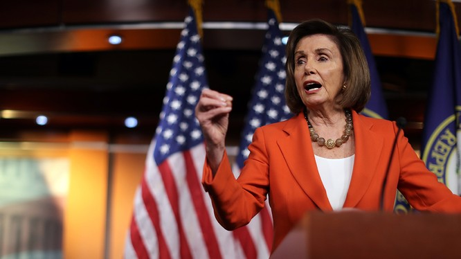 Chủ tịch Hạ viện Nancy Pelosi phát biểu trước cuộc bỏ phiếu (Ảnh: Politico)