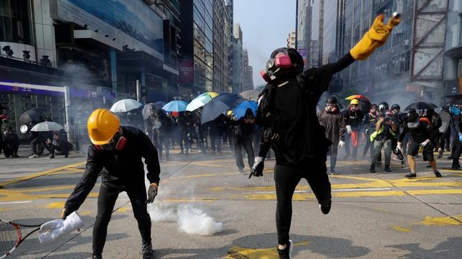 Tình trạng biểu tình ở Hong Kong đã kéo dài suốt hơn 4 tháng (Ảnh: NYTimes)