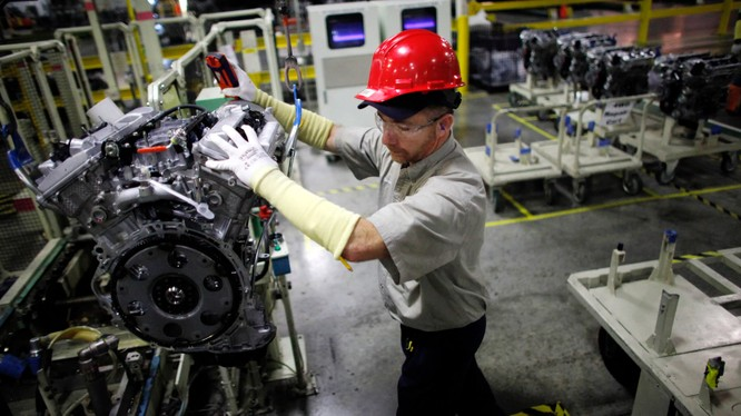 Dây chuyền lắp ráp động cơ xe hơi của Toyota ở Huntsville, Alabama, Mỹ (Ảnh: Nikkei)