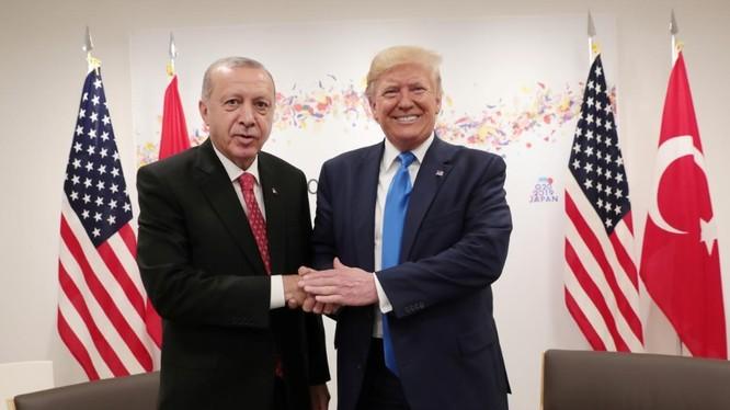 Ông Trump và ông Erdogan gặp gỡ bên lề Hội nghị thượng đỉnh G20 tổ chức tại Osaka, Nhật Bản hôm 29/6/2019 (Ảnh: Reuters)