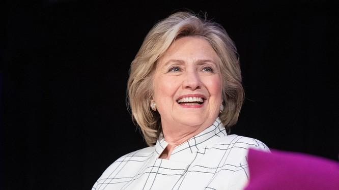 Bà Hillary Clinton nhiều lần ám chỉ về khả năng tham gia tranh cử (Ảnh: Politico)