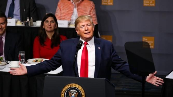 Tổng thống Trump phát biểu tại CLB Kinh tế tại New York (Ảnh: CNBC)