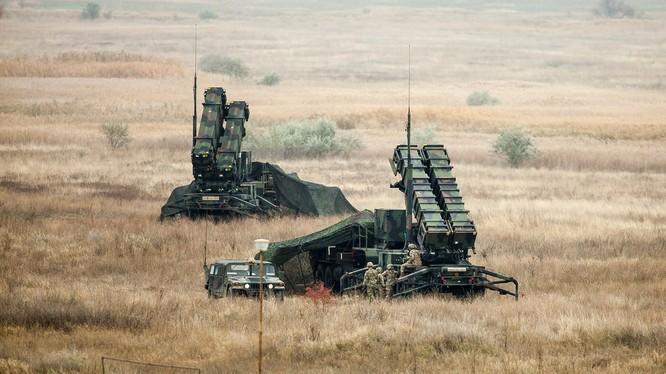 Hệ thống tên lửa Patriot của Mỹ có nhiều điểm không thể sánh bằng được S-400 của Nga (Ảnh: RT)