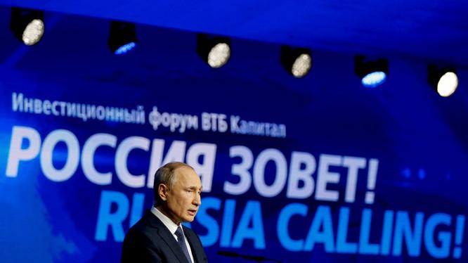 Tổng thống Putin phát biểu tại diễn đàn đầu tư Russia Calling (Ảnh: NBC)