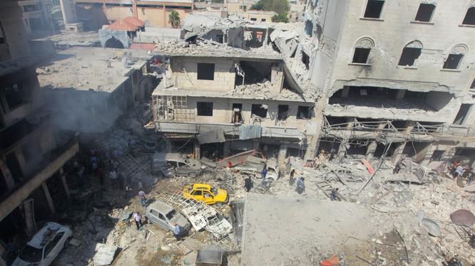 Khung cảnh hoang tàn sau một đợt không kích ở tỉnh Idlib, Syria (Ảnh: RT)