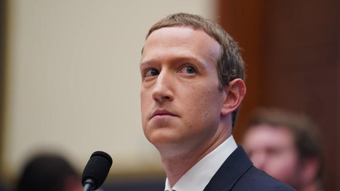 Ông chủ Facebook Mark Zuckerberg hứng nhiều chỉ trích vì không kiểm soát các đoạn quảng cáo có thông tin sai lệch (Ảnh: Guardian)