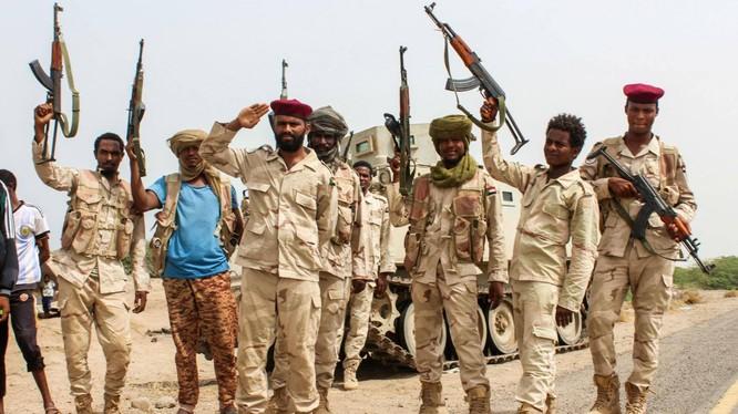 Các binh sĩ Sudan chiến đấu bên cạnh các lực lượng thân chính phủ Yemen được Arab Saudi hậu thuẫn ở phía Tây Yemen (Ảnh: AFP)